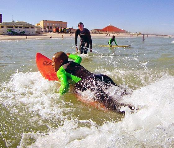 Un programme d'insertion par le surf et la natation